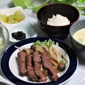 6月21日の母の夕食 ビーフステーキなど