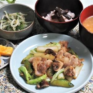 6月24の母の夕食 キュウリと豚肉の炒め物など