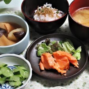 7月8日の母の夕食 塩鮭と煮物など