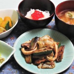 7月19日の母の夕食 イカと夏野菜の蒜蓉豆鼓醤炒めなど
