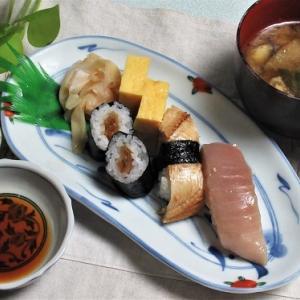 9月8日の母の夕食 お寿司など