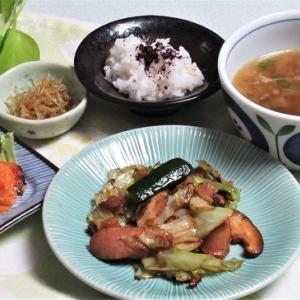 9月21日の母の夕食 ウィンナとベーコンの野菜炒めなど