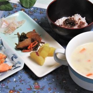 1月16日の母の夕食 鶏と里芋とカブのクリームシチューなど