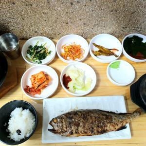 鍾路3街~韓国ならではな焼魚定食♪いしもち【全州食堂】