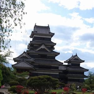 軍都にそびえた黒い天守、国宝「松本城」