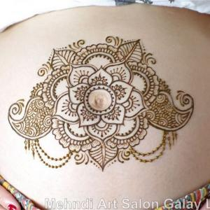 インドなアートで安産のおまじない!ヘナタトゥーでマタニティペイント。