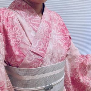ピンク色の有松絞りの浴衣を着てお茶を点ててみました