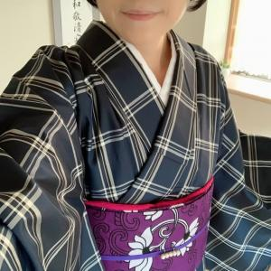 チェックの米沢紬にバティックの半幅帯を合わせて