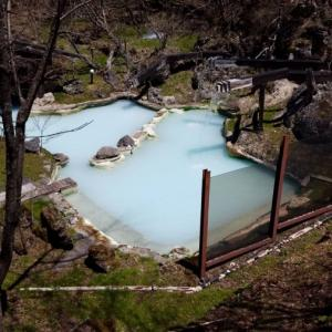 白骨温泉の日帰り混浴温泉は休日大混雑です!【泡の湯】