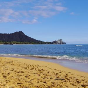 2013 ハワイ旅㉚ 専属カメラマン?親族?目を疑ったワイキキビーチのサンセットタイム。
