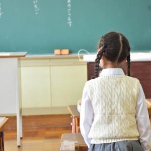 【これって普通?】下敷きを使わせない小学校にびっくり!