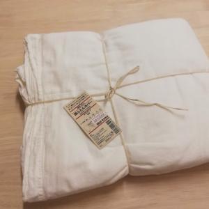 簡単に安くカーテンを作りたい!!無印良品の「掛けふとんカバー」でメジャー不要のカーテンを作ってみました。