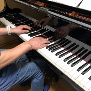 大人から始めた生徒さん、両手奏でがんばっています!【日々のレッスン風景から】