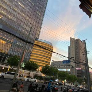 上海の夕暮れとスイカの季節(画像)