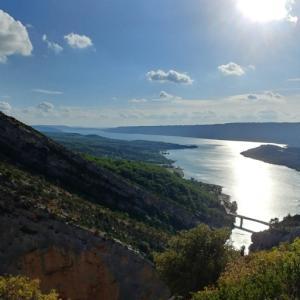 【Lac de Sainte-Croix】ヴェルドン渓谷サン・クロワ湖を臨むハイキング