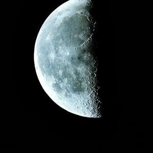 気持ちリセット下弦の月[弓張月]