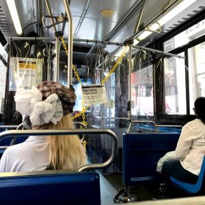 NY市バスの中ではしゃぐ観光客にイラッ❗️