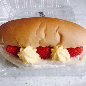 越後姫が丸ごと入った「スペシャル苺サンドパン」