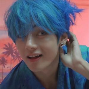 妖艶 テテの青髪♡♡♡