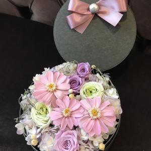 ピンクのジニアが可愛い。お友達へのプレゼント。