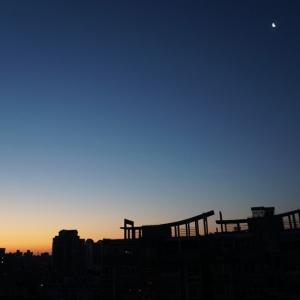 上海の澄んだ空気と青い空