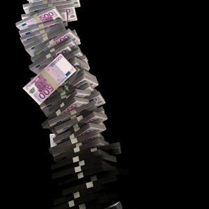 【自己破産】消費者金融やカードローンを使用しすぎると破産する可能性について