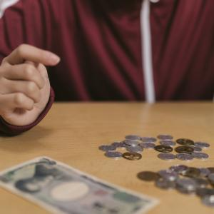 貧乏な親に頼れないから、息子が貯金をはじめた