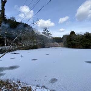 池が凍ってる〜‼︎ 〜ウド池〜