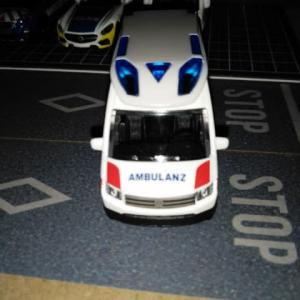VOLKSWAGEN CRAFTER AMBULANZ CAR S=1/64 [EMERGENCY COLLECTION]