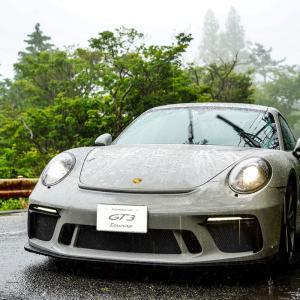 雨の日にはポルシェに乗って