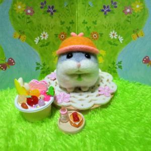 帽子ハムスター ぽぽちゃん