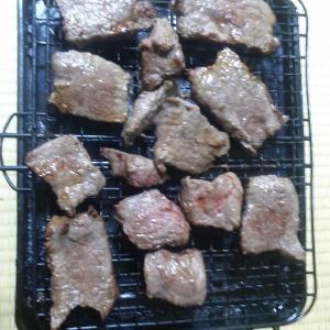 本日は網焼き器で牛もも肉を焼く