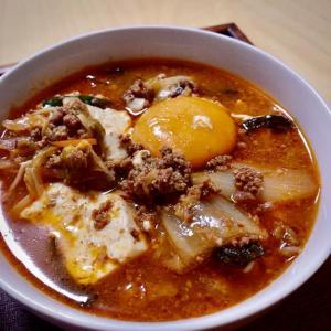 つめたい夜に*挽肉のチゲ風スープと小さなライスボール。