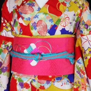 雲の染め分けに鮮やかポップな古典柄アンティーク小紋に糸巻と牡丹刺繍帯