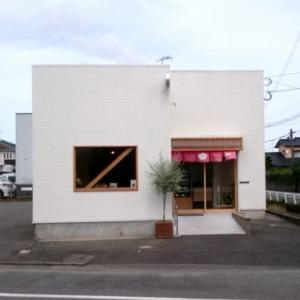 梅ヶ枝製パン所(加布里)オシャレな外観のパン屋さん 太宰府の梅ヶ枝餅とは特に関係ございません