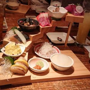 【福岡 今泉】魚男(フィッシュマン)ここは居酒屋?映える食事とパフォーマー達がコラボする珍スポット
