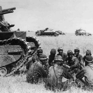 大日本帝国「ソ連の戦車部隊?竹槍と火炎瓶で倒せるやろ」
