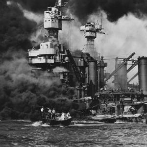 太平洋戦争→日本がアメリカの軍港を奇襲