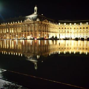 フランス&スペイン旅「ワインとバスクの旅!水鏡ってすごい!真っ暗なボルドーの夜に浮かび上がるブルス広場の建物!」