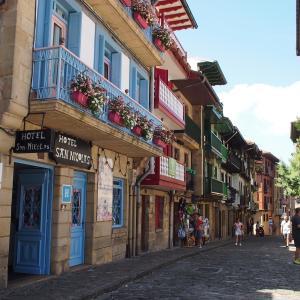 フランス&スペイン旅「ワインとバスクの旅!城壁に囲まれたオンダリビアの旧市街を歩く!」