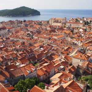 ちょこっとフィンランド&クロアチア旅「美しすぎる街!ドゥブロヴニクの城壁で感じる街の生活の匂い」