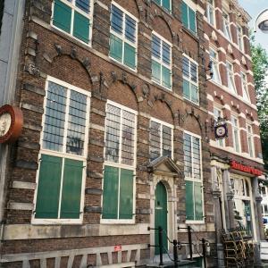オランダ&ベルギー旅「アムステルダム最終日。レンブラントの家からのぞむ、運河と自転車のある街並み」