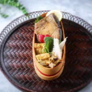 ぶりの照り焼き弁当と平飼い鶏のたまご!