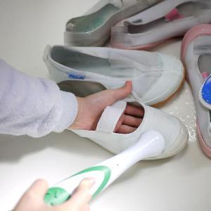 面倒な上履き洗いが電動ブラシ・ソニックスラバーで時短&楽チンに!