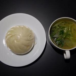 夕食:肉まんとスープ