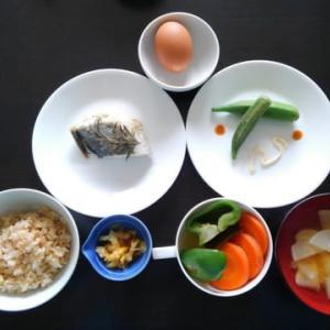 0916朝食:昨晩のサワラの残り/ この朝とうとうぬか漬けに手を染めてしまう
