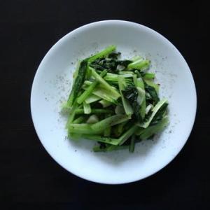 朝食:空心菜炒めを小松菜で (‥‥‥青菜炒めということ?)