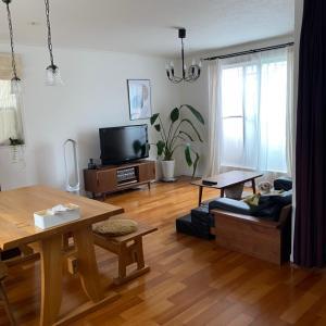 狭小建売住宅のリビング全景と家具購入先
