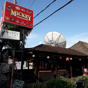 レンボンガン島のレストラン☆Mickey Sports Bar & Grill