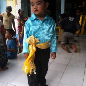 レンボンガン島の幼稚園 お遊戯会の準備が始まりました。